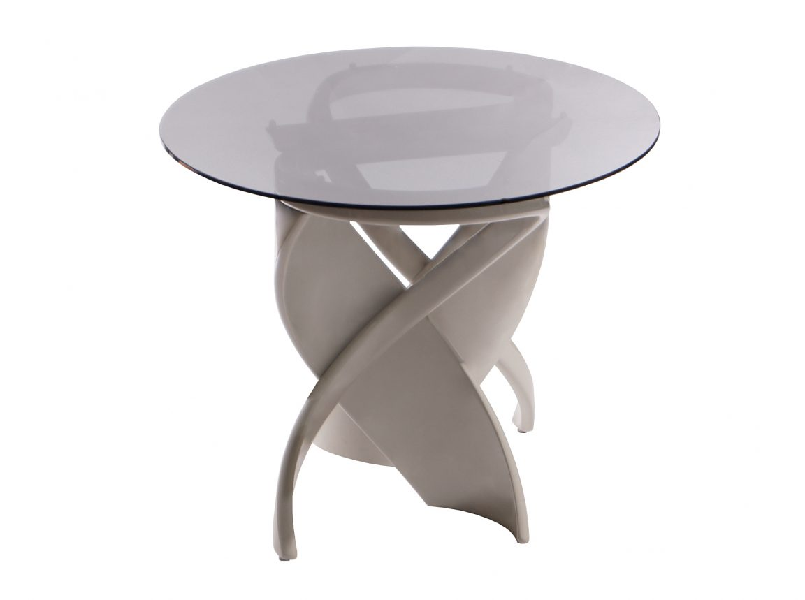Светлый стол со стеклом
