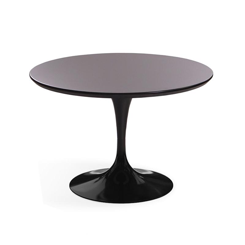 Небольшой эффектный стол Tulip в черной глянцевой эмали