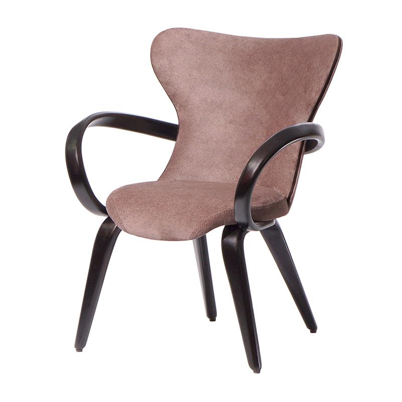 Красивый стул с мягкой спинкой