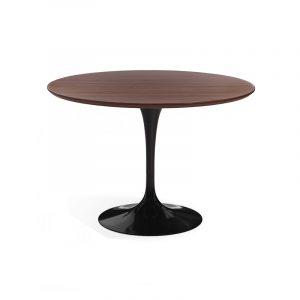 Обеденный стол с деревянной столешницей