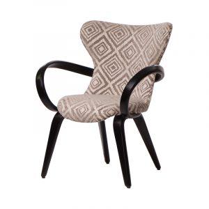 Деревянный стул с подлокотниками