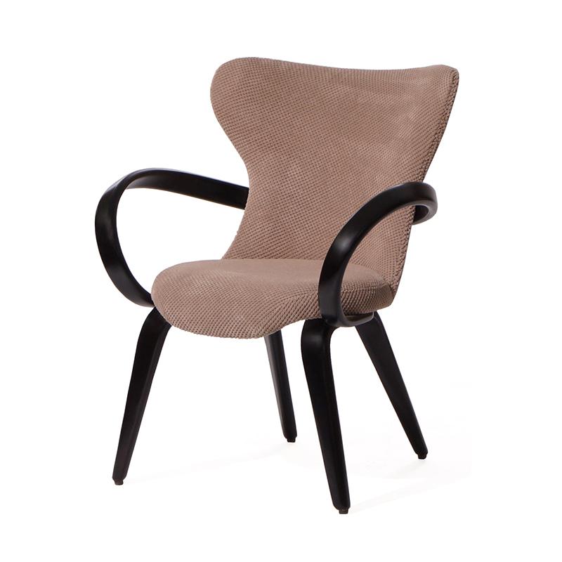 Небольшое кресло бежевого цвета