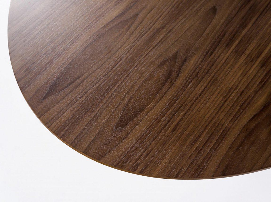 интересный столик с деревянной столешницей