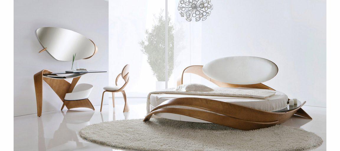 Светлая кровать в современном интерьере