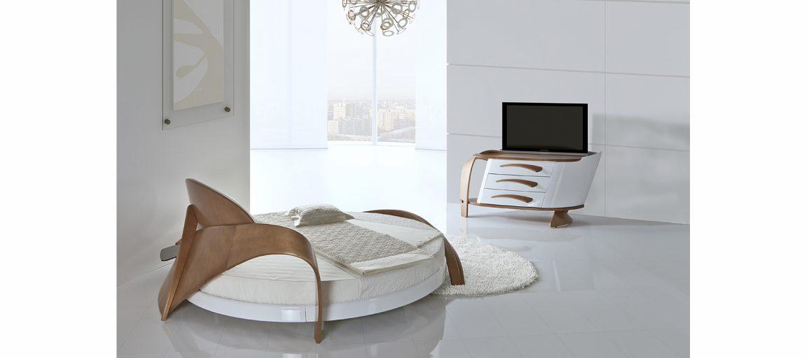 Красивая кровать из гнутого дерева