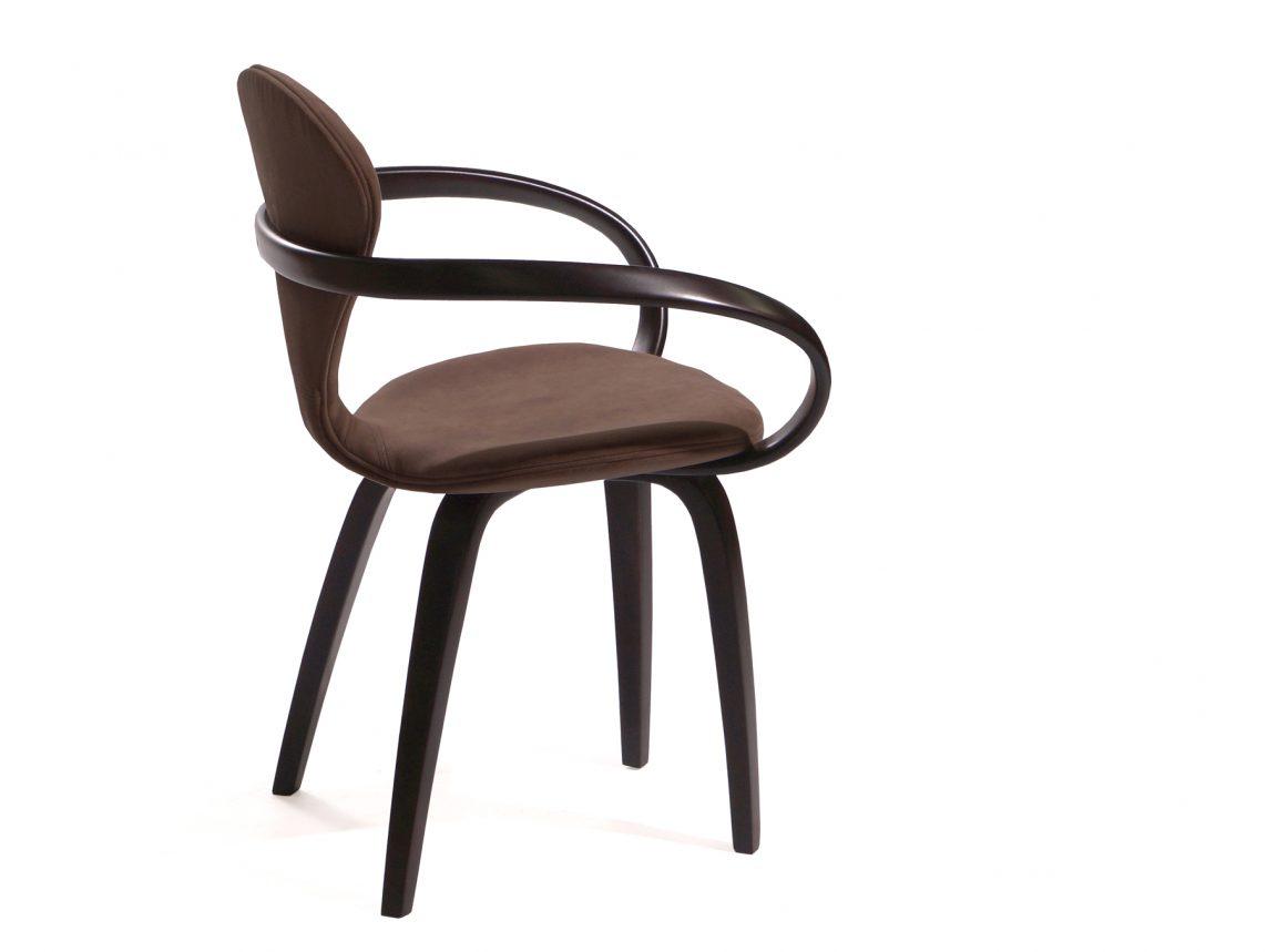 Элегантный дизайнерский стул из дерева