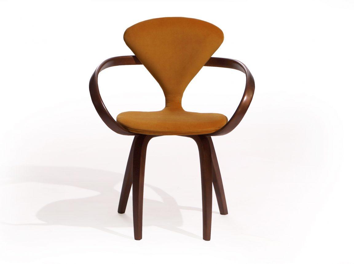Яркий молодежный стул оранжевый