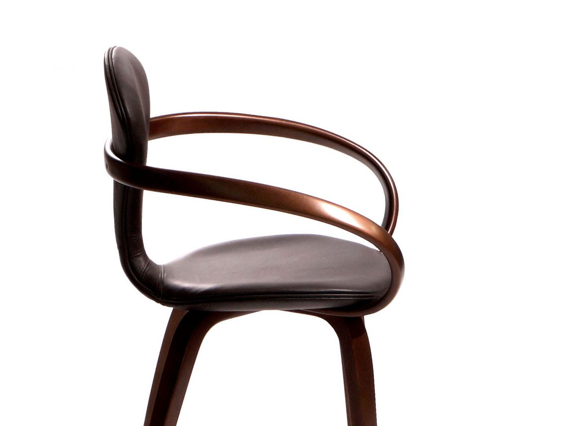 Изящный стул в классический интерьер