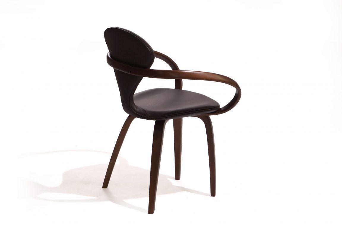 Шикарный стул из дерева с кожей