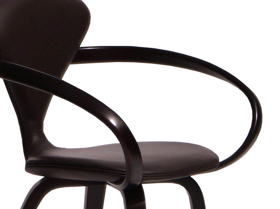 Оригинальный стул уникальной формы
