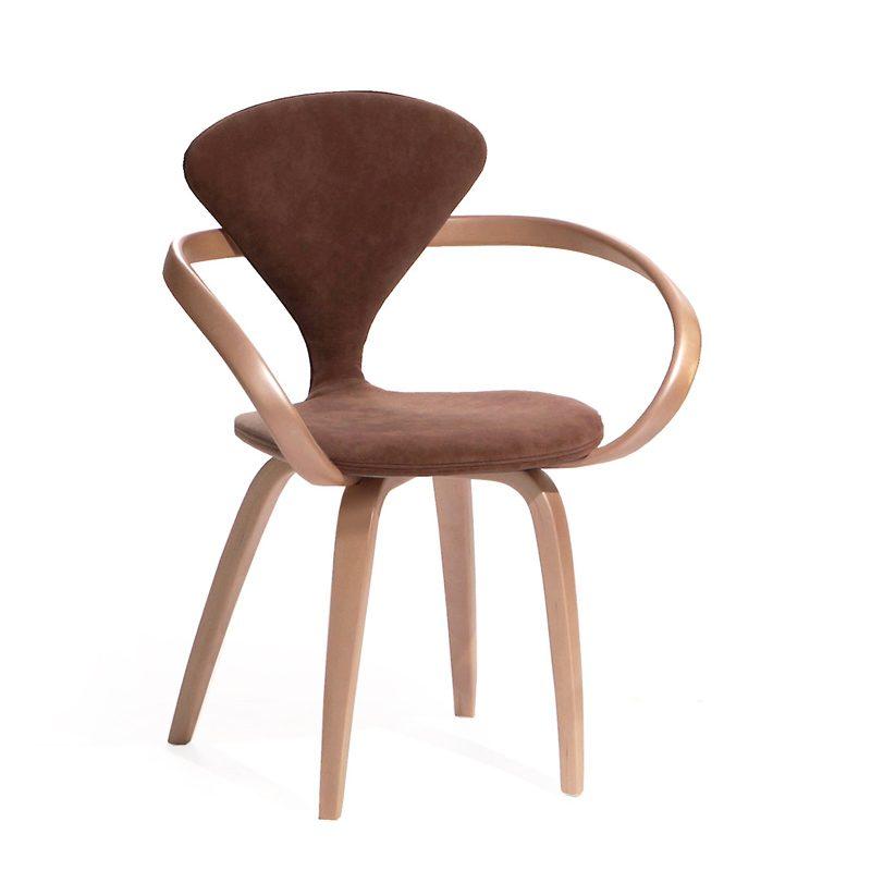 Темный стул красивой формы