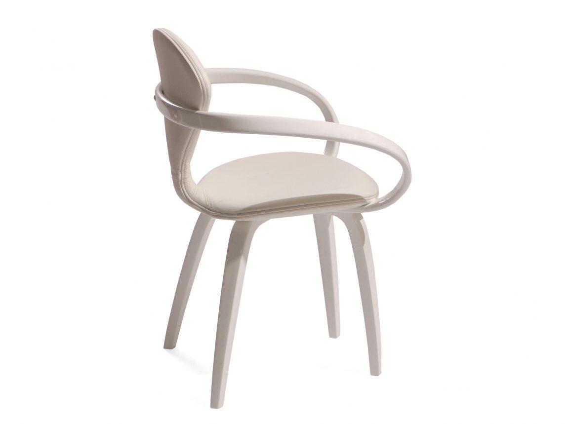 Мягкий прозрачный стул светлый