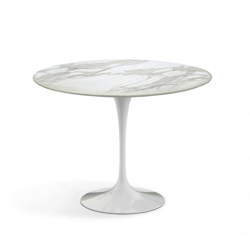 Небольшой белый стол кофейный