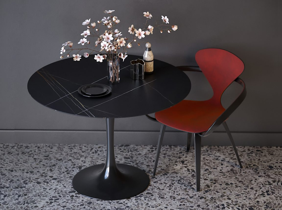 Элегантный красный стул в кухню