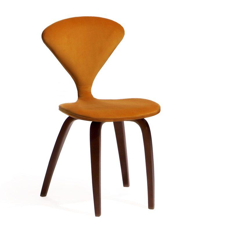 Яркий стильный стул оранжевый