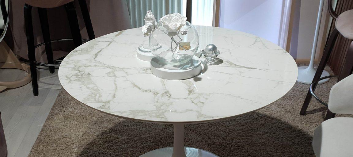 Интересный обеденный стол круглый