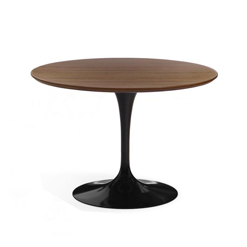 Стильный стол необычной формы