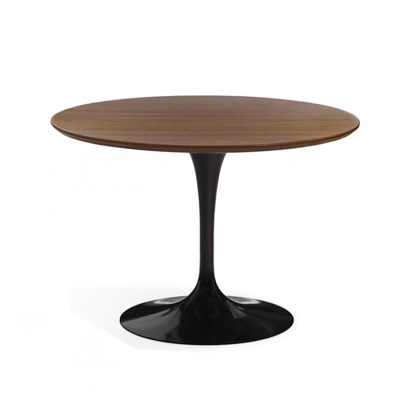 Круглый кухонный стол на одной ножке в столовую черного цвета