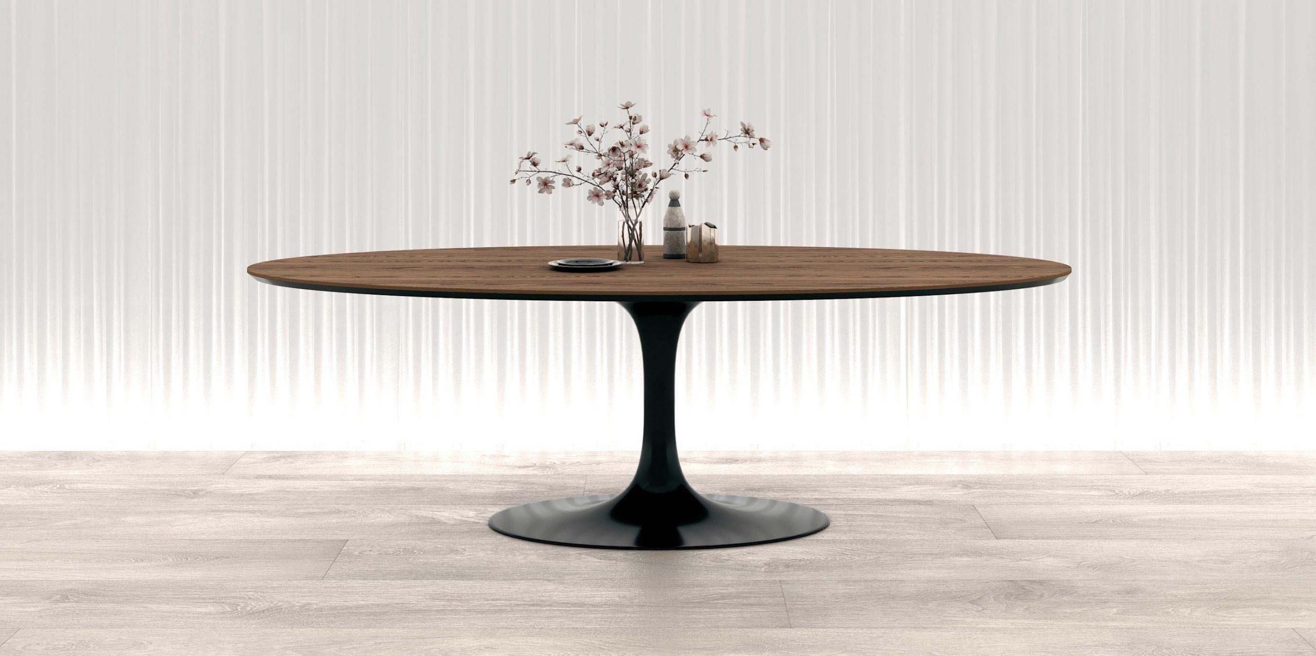 Овальный обеденный стол на одной ножке