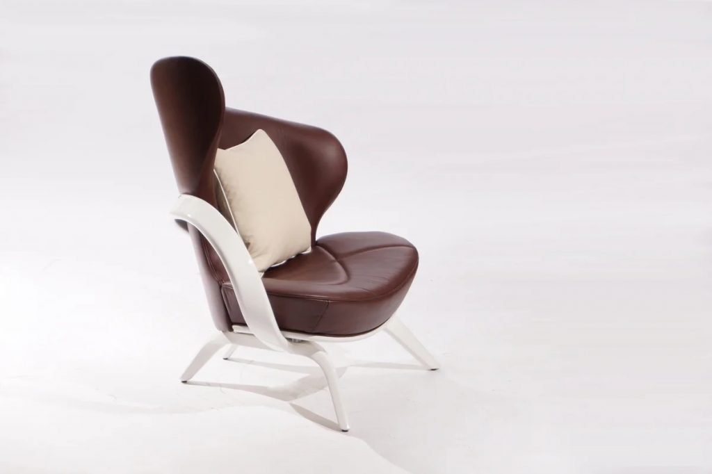коричневое дизайнерское кресло